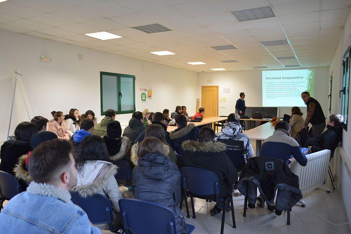 JOVENES Visita cooperativismo MESENOR Y GLUS 2018