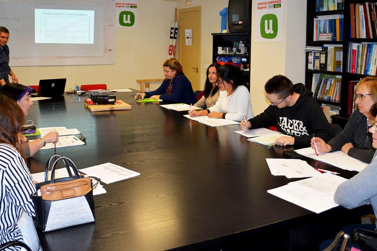 UN MEDIO RURAL PARA VIVIR - Formación Gestión de empresas - Segovia